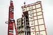 新装したばかりの整備塔とランチャ(内之浦/東京大学鹿児島宇宙空間観測所)