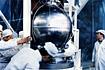 ノーズフェアリングに格納される「たんせい/MS-T1」と第3段モータ(内之浦/東京大学鹿児島宇宙空間観測所)