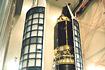 ASTRO-Eにノーズフェアリングをかぶせる(内之浦/宇宙科学研究所鹿児島宇宙空間観測所)
