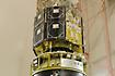 第3段モータに組み付けられた「あかり/ASTRO-F」(JAXA内之浦宇宙空間観測所)